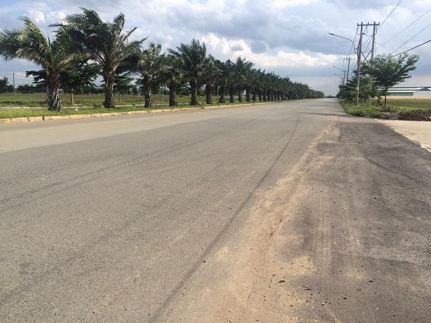 Cần bán lô đất đường Tỉnh Lộ 10 ngay cổng KCN,130m2 chỉ 285tr, SHR