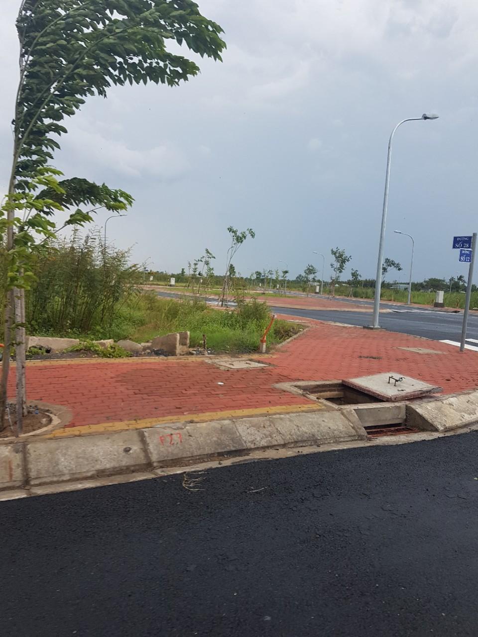 Bán lô đất 5x23 ngay Nguyễn Văn Tạo, dân cư hiện hữu, MT đường 12m